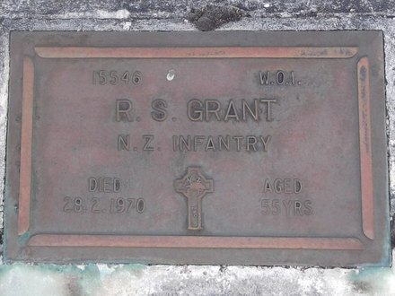 Headstone of WO 1 Roger Sydney GRANT 15546. Andersons Bay General Cemetery, Dunedin City Council, Block 147, Plot 76. Image kindly provided by Allan Steel CC-BY 4.0.