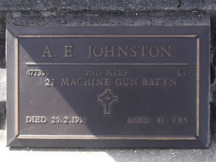 Headstone of Lieut Arthur Edward JOHNSTON 477399. Andersons Bay General Cemetery, Dunedin City Council, Block 204, Plot 62. Image kindly provided by Allan Steel CC-BY 4.0.