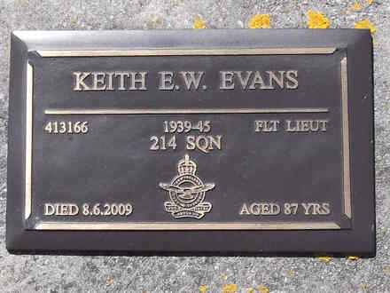 Headstone of Flt Lt Keith Eversleigh Walter EVANS. Greenpark RSA Cemetery, Dunedin City Council, Block 1A, Plot 341. Image kindly provided by Allan Steel, CC-BY-4.0.