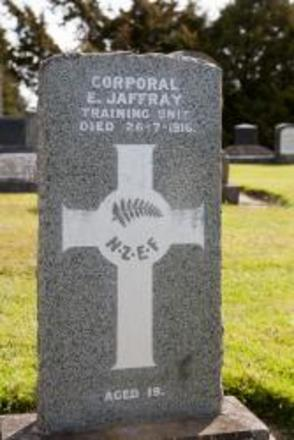 Headstone of Cpl Ernest JAFFRAY. East Taieri Cemetery, Dunedin City Council, Block AB, Plot 22. Image kindly provided by Allan Steel, CC-BY-4.0.