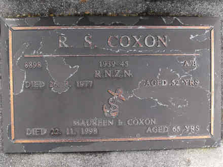 Headstone of A B Raymond Sinclair Coxon 8898. Andersons Bay RSA Cemetery, Dunedin City Council Block 16A, Plot 32. Image kindly provided by Allan Steel CC-BY 4.0.