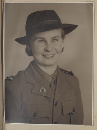 Portrait of Iris Frazer, New Zealand Army Nursing Service. Auckland War Memorial Museum Tāmaki Paenga Hira, MS-2003-107-5.