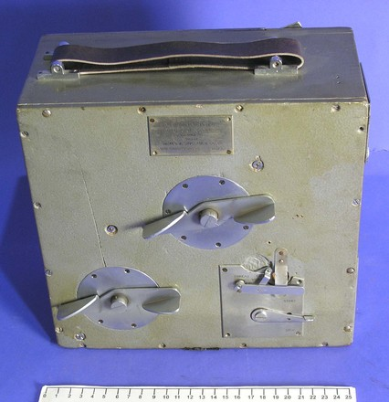 Newman Sinclair silent motion picture camera, Hayward Film Unit [1974.103.3.1] measure