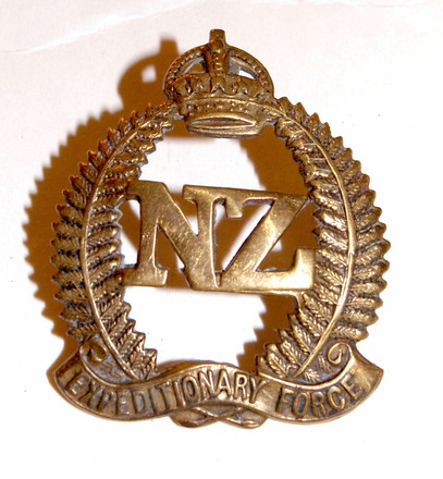 NZ Expeditionary Force hat badge, WW1 [2007.90.4] - obverse