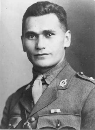 Portrait of Harding Waipuke Leaf in WWI uniform. Image provided by Bradley family - No known copyright restrictions