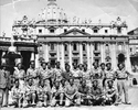 Informal group photo of 22 soldiers standing outside St Peters, Rome in 1944, including Darcy Gardiner, s/n 800706 standing at centre of soldiers in the back row. (Collection of Darcy Gardiner (800706)) . Image provided by Brian Gardiner. This image may be subject to copyright.