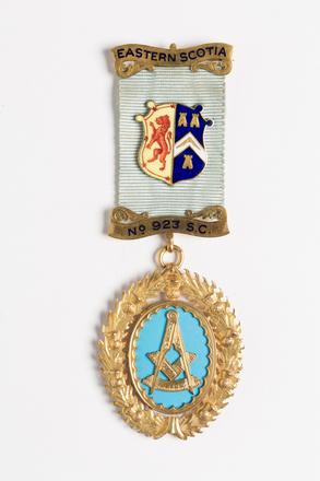 medal, award 2001.25.628
