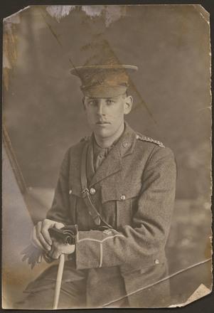 Unknown, photographer (ca. 1914). Black and white studio portrait of Noel Steadman in military uniform. Jocelyn Veale photographs. Auckland War Memorial Museum - Tāmaki Paenga Hira. PH-1998-89-3.