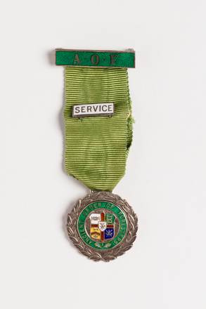 medal, service, 1991.314.18, Photographed by Jennifer Carol, digital, 31 Aug 2016, © Auckland Museum CC BY