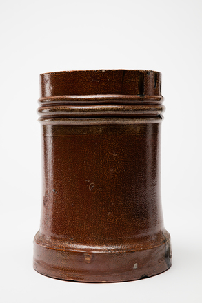 pot, chimney, 1985.358.17, col.3484, 17, Photographed by Andrew Hales, digital, 25 Nov 2016, © Auckland Museum CC BY