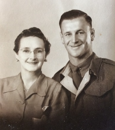 Private Clifford Harold Anslow with his Mother, Lily Blyth (formerly Anslow), in 1945 (4429). Image kindly provided by the Logue family (November 2016). Image has no known copyright restrictions.
