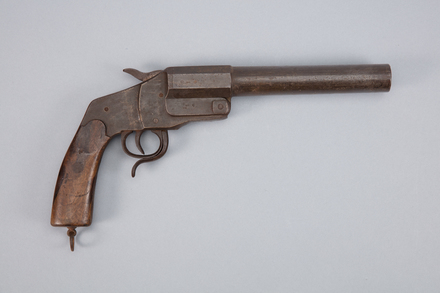 pistol, flare, 1926.195.11, W0301, Photographed by Richard NG, digital, 11 Jan 2017, © Auckland Museum CC BY