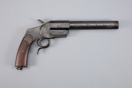 gun, flare, 1926.195, W0305, 309068, 1926.93, Photographed by Richard NG, digital, 12 Jan 2017, © Auckland Museum CC BY
