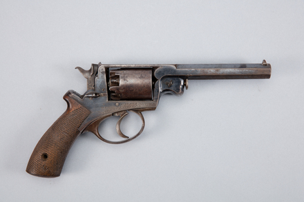 revolver, 1977.62, A7010, Photographed by Andrew Hales, digital, 26 Jan 2017, © Auckland Museum CC BY