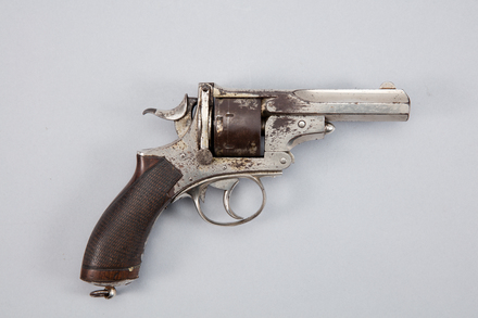 revolver, centrefire, W1884, No 017721, Photographed by Andrew Hales, digital, 26 Jan 2017, © Auckland Museum CC BY