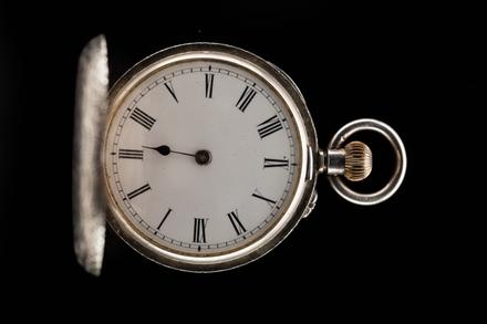 watch, 1967.28, col.1406, H194, 75971, Photographed by Jennifer Carol, digital, 21 Nov 2017, © Auckland Museum CC BY