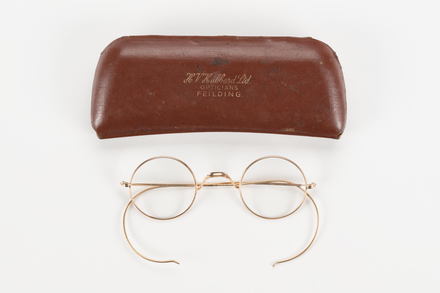 eyeglasses and case, col.2982, Photographed by Richard Ng, digital, 10 Aug 2018, © Auckland Museum CC BY