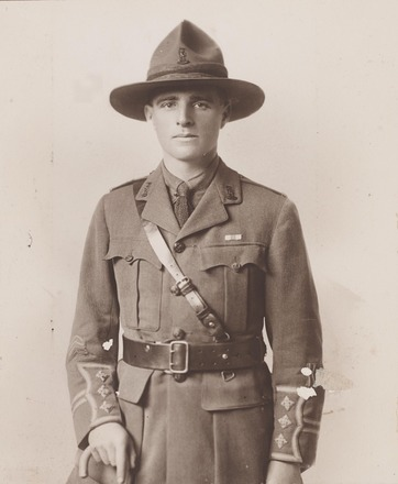 Portrait of Captain William Walter Dove, Archives New Zealand, AALZ   2504 2 / F1013 44. Image is subject to copyright restrictions.