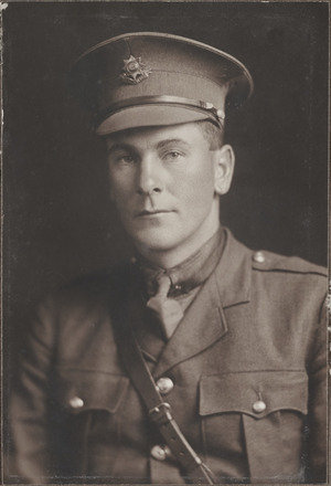 Portrait of Lieutenant Leslie Hunter Denniston, Archives New Zealand, AALZ 25044 3 / F1383 60. Image is subject to copyright restrictions.