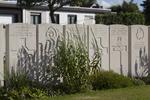 Headstone of Gunner Lindsay Brown (10564). Duhallow A.D.S Cemetery, Ieper, West-Vlaanderen, Belgium. New Zealand War Graves Trust (BEBE1641). CC BY-NC-ND 4.0.