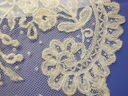 flounce, lace